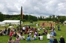 Celebran en Hanoi festival sueco Midsommar