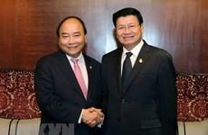 Premier Xuan Phuc: Vietnam prioriza el fortalecimiento de los lazos con Laos