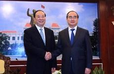Dirigente de Ciudad Ho Chi Minh recibe a delegación de Partido Comunista de China