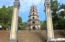 Jóvenes vietnamitas residentes en el extranjero conocen historia de ciudad imperial de Hue