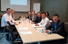 Delegación de Confederación de trabajadores de Vietnam visita  Singapur