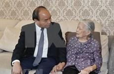 Premier vietnamita expresa agradecimiento a familias de  mártires