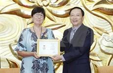 Vietnam condecora a la embajadora de Bélgica con insignia de la amistad