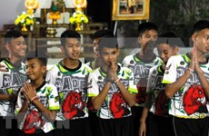 Tailandia concede nacionalidad a entrenador y tres niños rescatados de cueva