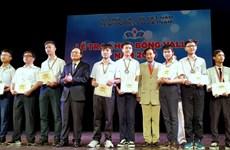 Entregan becas Vallet a estudiantes sobresalientes vietnamitas