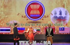 Celebran en Hanoi desfile de trajes e intercambio artístico por aniversario 51 de fundación de ASEAN
