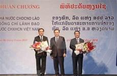 Laos condecora a funcionarios vietnamitas con Orden de la Libertad