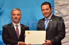 Presidente guatemalteco aprecia desarrollo sostenible de Vietnam