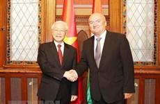 Dirigente partidista vietnamita se reúne con vicepresidente parlamentario de Hungría
