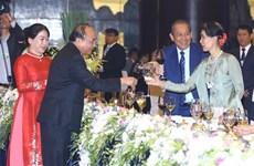 Premier de Vietnam invita a líderes mundiales a visitar su país como turistas