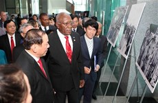 Salvador Valdés Mesa asiste a exposición fotográfica sobre visita de Fidel a Quang Tri