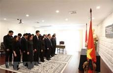 Embajadas de Vietnam en numerosos países efectúan honras fúnebres por presidente Dai Quang