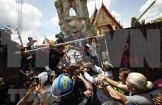Al menos un muerto y 11 heridos tras colapso de torre de campaña en Tailandia