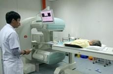 Vietnam fortalece cooperación con Francia en tratamiento de cáncer