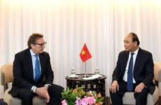 Vietnam promete condiciones favorables para inversores extranjeros