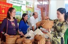 Vietnam y Laos abren zona de exposición de productos de provincias fronterizas