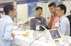 Nutrida presencia extranjera en la exposición de maquinarias en Vietnam