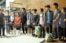 Llegan a Yakarta estudiantes vietnamitas atrapadas en Palu tras sismo