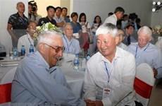 Pilotos veteranos vietnamitas y estadounidenses se reúnen en Hanoi 40 años después de la guerra
