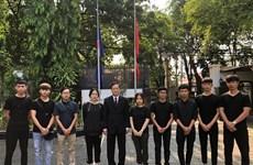 Llegan a Hanoi estudiantes vietnamitas atrapados en Indonesia tras sismo