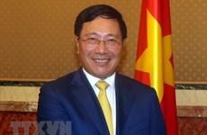 Vicepremier y canciller de Vietnam asiste al Foro empresarial con Reino Unido