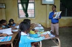Brindan clase gratuita del idioma inglés para estudiantes de etnia minoritaria en Lam Dong