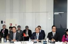 Premier de Vietnam dialoga con empresas danesas