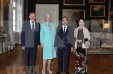 Primer ministro vietnamita dialoga con la Reina de Dinamarca
