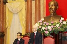 Máximo dirigente de Vietnam dialoga con destacados estudiantes