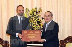 Ciudad Ho Chi Minh desea intensificar cooperación con localidades francesas