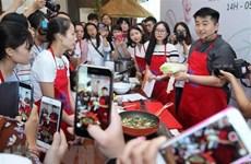 Famoso chef surcoreano presenta culinaria en Vietnam