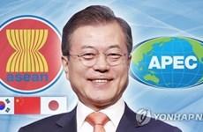Presidentes de Corea del Sur y Rusia pasan revista en Singapur a temas de agenda mundial