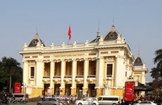 Turistas buscan los secretos de Hanoi