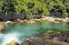 Turistas en Vietnam hacen uso de las nuevas tecnologías para solicitud de servicios