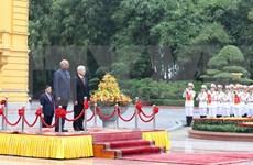 Máximo dirigente político de Vietnam preside acto de bienvenida al presidente indio