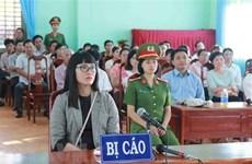 Condena a prisión en Vietnam a una mujer por insultar a la bandera nacional