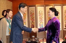 Máxima legisladora de Vietnam se reúne con chaebol surcoreanos