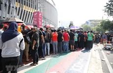 Hinchas formas largas filas por entradas para la final entre Vietnam y Malasia