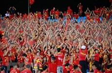 Fanáticos de fútbol vietnamitas confían en victoria final del equipo nacional en Copa AFF Suzuki