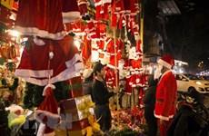 Productos nacionales dominan mercado navideño en Hanoi