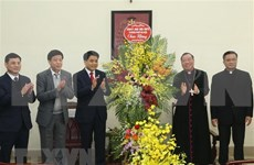 Arzobispo de Arquidiócesis de Hanoi apoya lazos entre comunidad religiosa y gobierno local