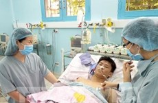Primer paciente infantil en Vietnam recibe riñón de donante con muerte cerebral
