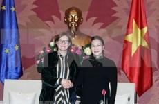 Dirigente legislativa de Vietnam recibe a vicepresidenta del Parlamento europeo