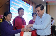 Entregan en Vietnam regalos a personas desfavorecidas en vísperas del Año Nuevo Lunar