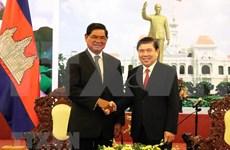 Dirigente de Ciudad Ho Chi Minh respalda cooperación más estrecha con localidades camboyanas