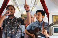 Aerolínea de Indonesia ofrece concierto en vivo durante vuelos