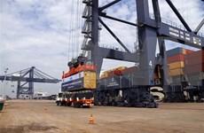 Atraca súper carguero a puerto vietnamita de Cai Mep