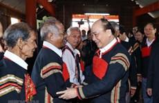 Entrega premier vietnamita regalos a minorías étnicas en provincia de Dak Nong