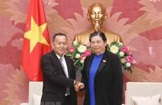 Pide vicepresidenta del Parlamento de Vietnam impulsar nexos entre las agencias de noticias de su país y Laos