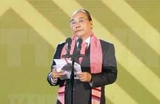 Exhorta premier vietnamita a la preservación y promoción de productos de brocado
